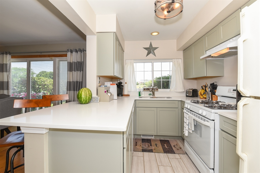 Real Estate Photography - 1690 Pebble Beach Circle, Elgin, IL, 60123 - Kitchen