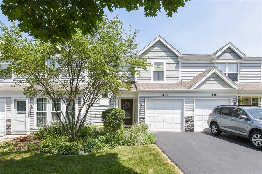 Real Estate Photography - 1690 Pebble Beach Circle, Elgin, IL, 60123 - Front View