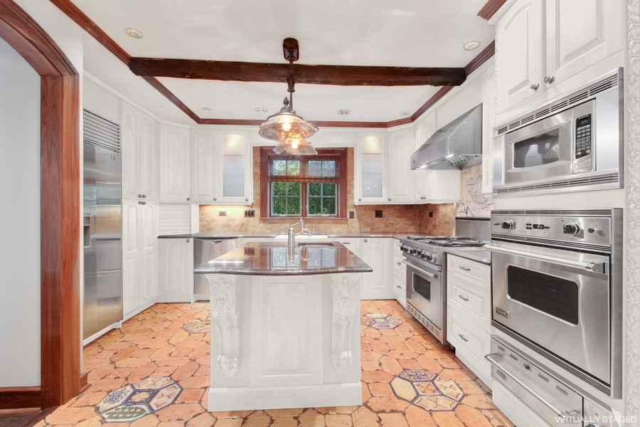 Real Estate Photography - 5900 N. Kilpatrick Avenue, Chicago, IL, 60646 - Kitchen