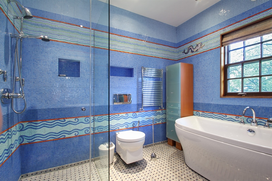 Real Estate Photography - 5900 N. Kilpatrick Avenue, Chicago, IL, 60646 - Bathroom