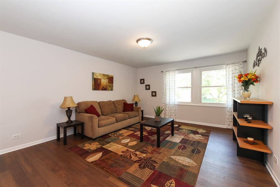 Real Estate Photography - 105 Edgewood Court, Rolling Meadows, IL, 60008 - Living Room