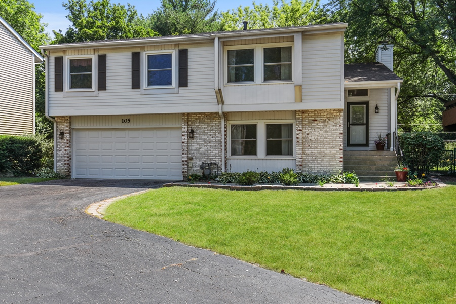 Real Estate Photography - 105 Edgewood Court, Rolling Meadows, IL, 60008 - Front View
