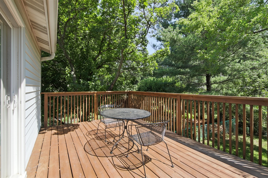 Real Estate Photography - 105 Edgewood Court, Rolling Meadows, IL, 60008 - Deck