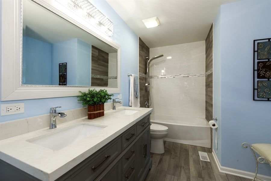 Real Estate Photography - 105 Edgewood Court, Rolling Meadows, IL, 60008 - Bathroom