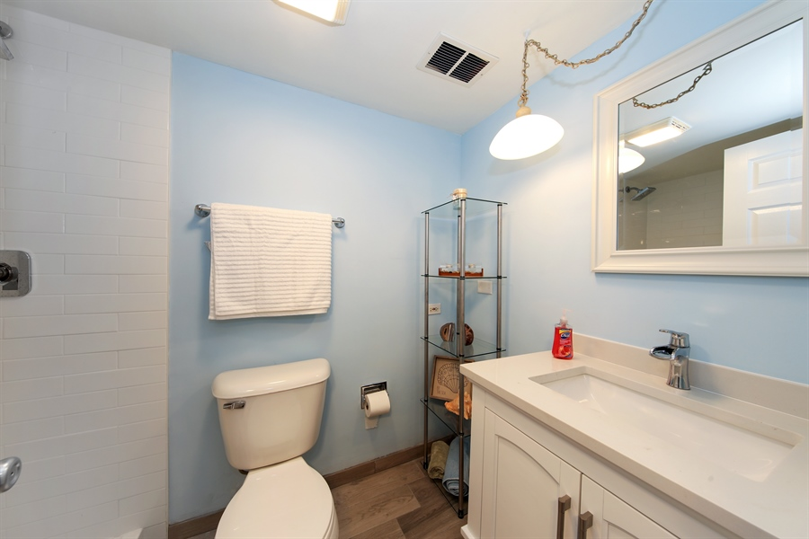 Real Estate Photography - 105 Edgewood Court, Rolling Meadows, IL, 60008 - 2nd Bathroom