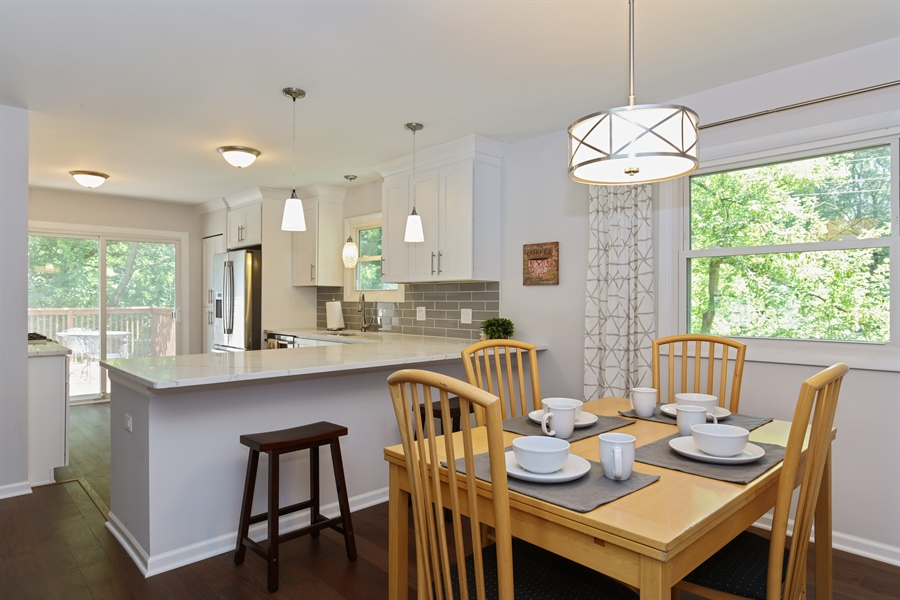 Real Estate Photography - 105 Edgewood Court, Rolling Meadows, IL, 60008 - Kitchen / Dining Room