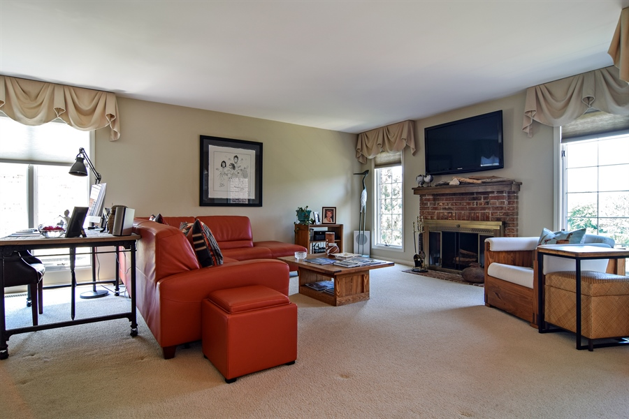 Real Estate Photography - 1304 Shire Circle, Unit 4, Inverness, IL, 60067 - Living Room
