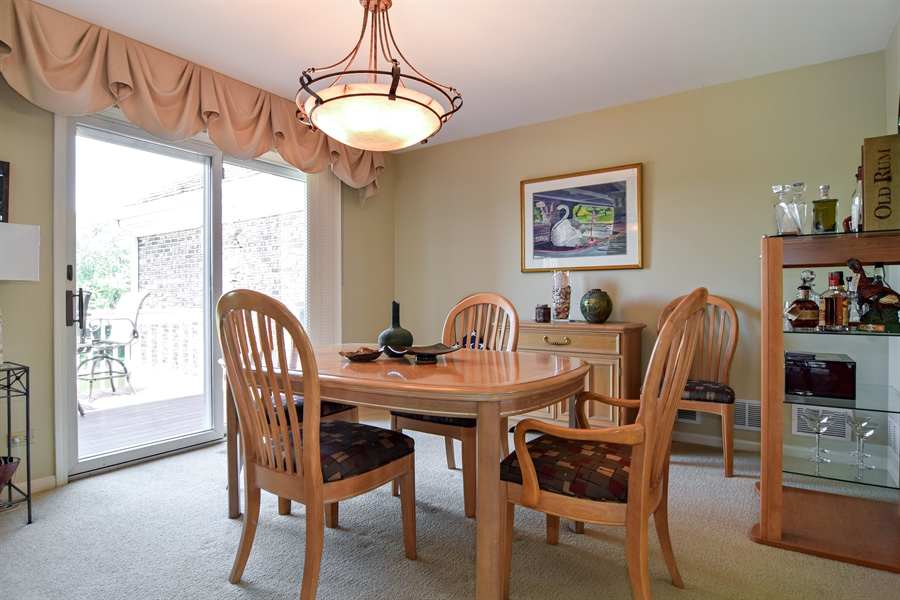 Real Estate Photography - 1304 Shire Circle, Unit 4, Inverness, IL, 60067 - Dining Room