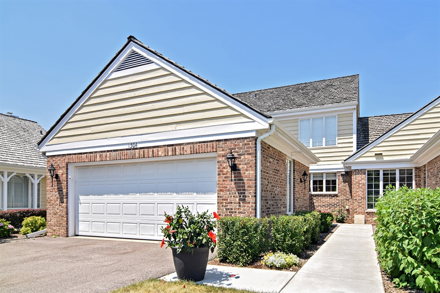 Real Estate Photography - 1304 Shire Circle, Unit 4, Inverness, IL, 60067 - Front View