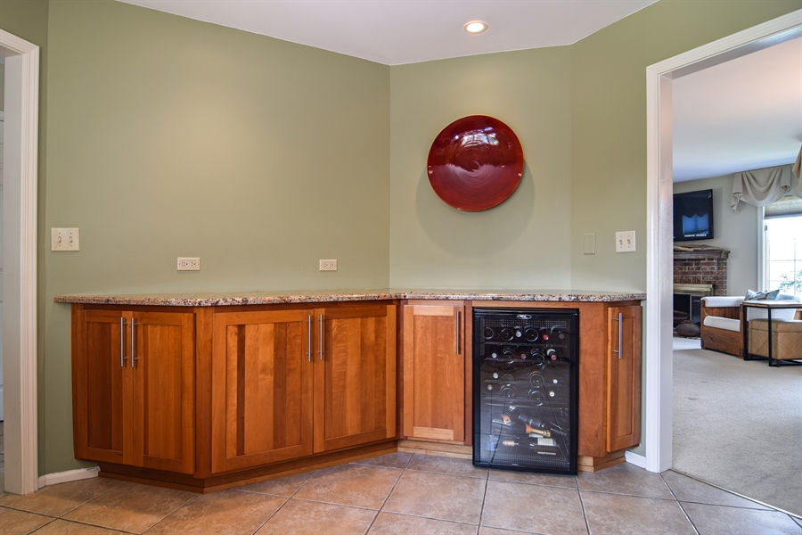 Real Estate Photography - 1304 Shire Circle, Unit 4, Inverness, IL, 60067 - Breakfast Nook