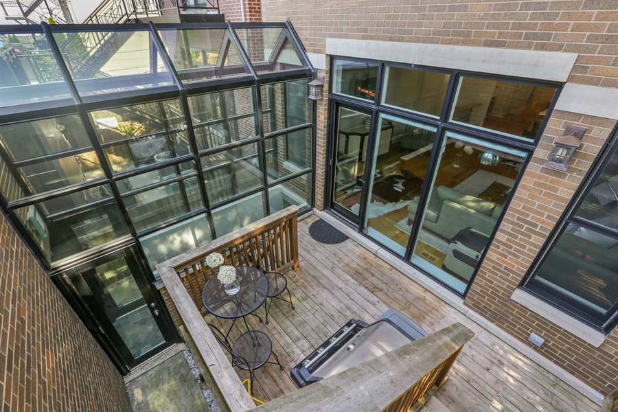 Real Estate Photography - 1532 W. WOLFRAM Street, Chicago, IL, 60657 - Deck