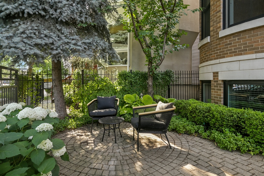 Real Estate Photography - 1532 W. WOLFRAM Street, Chicago, IL, 60657 - Patio