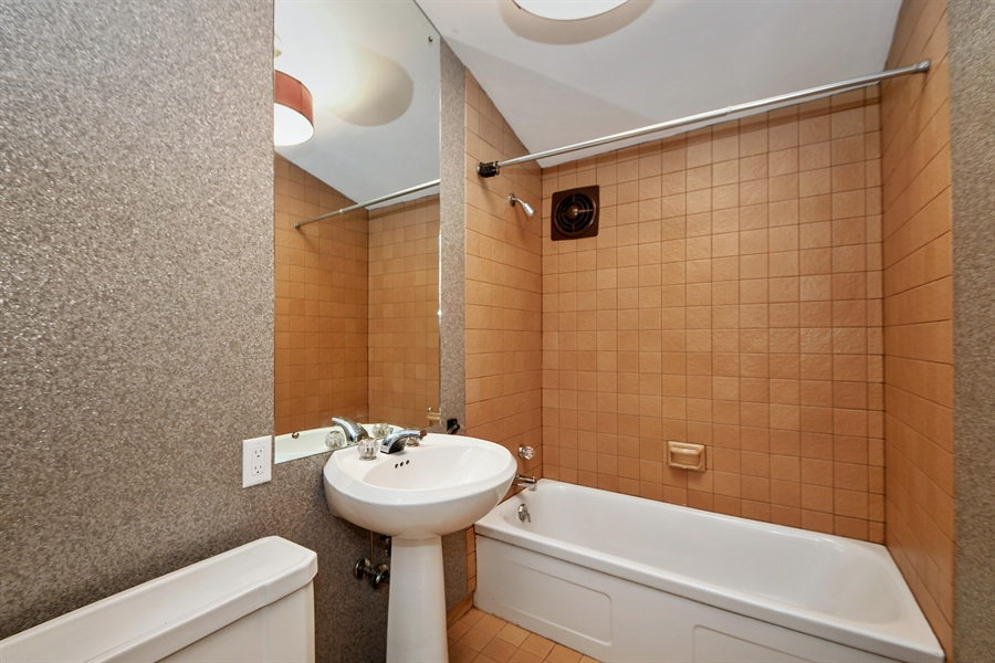Real Estate Photography - 98 Graymoor Lane, Olympia Fields, IL, 60461 - 2nd Bathroom