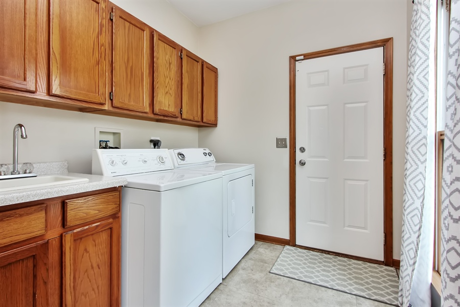 Real Estate Photography - 3541 Lakeview Drive, Algonquin, IL, 60102 - Laundry Room