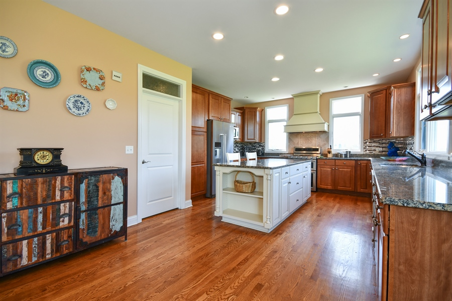 Real Estate Photography - 1N132 Blackberry Crossing Circle, Elburn, IL, 60119 - Kitchen