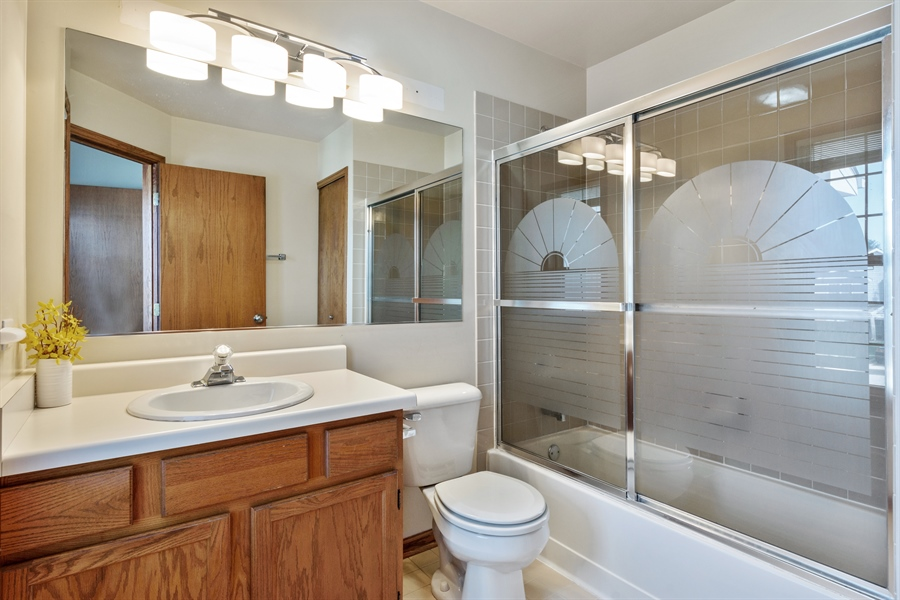 Real Estate Photography - 2916 Heatherwood Drive, Schaumburg, IL, 60194 - 2nd Bathroom