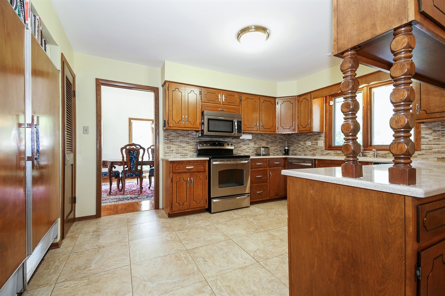 Real Estate Photography - 69 Graymoor Lane, Olympia Fields, IL, 60461 - Kitchen