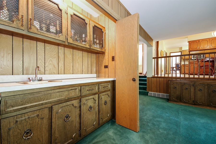 Real Estate Photography - 69 Graymoor Lane, Olympia Fields, IL, 60461 - Bar