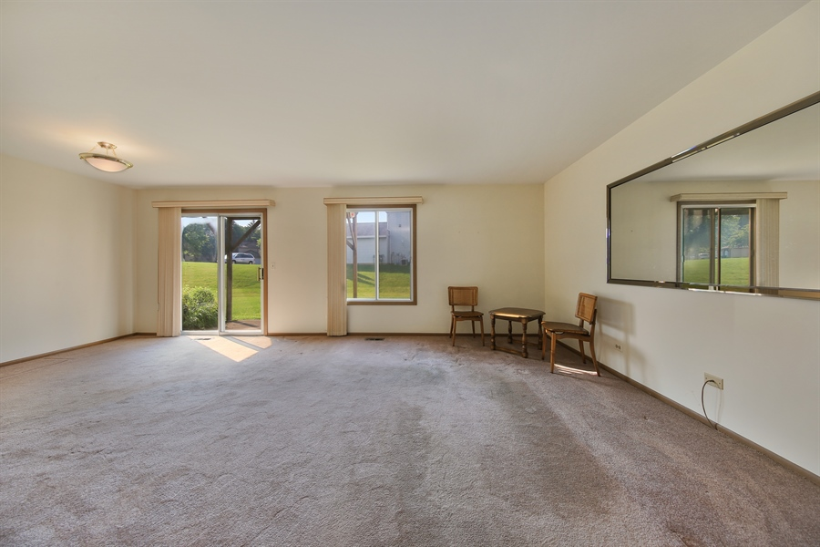 Real Estate Photography - 2489 Brunswick Circle, Unit 19B1, Woodridge, IL, 60517 - Living Room