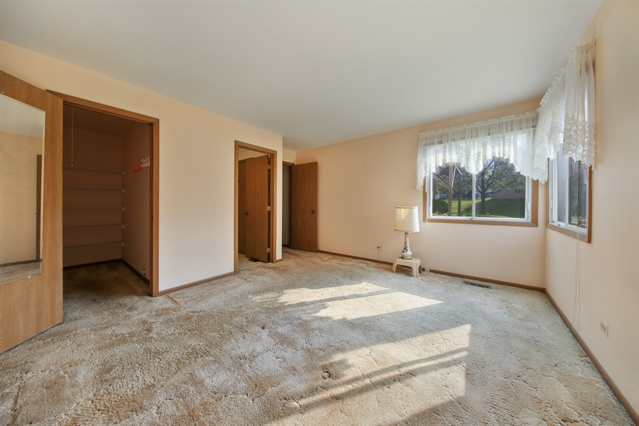 Real Estate Photography - 2489 Brunswick Circle, Unit 19B1, Woodridge, IL, 60517 - Master Bedroom