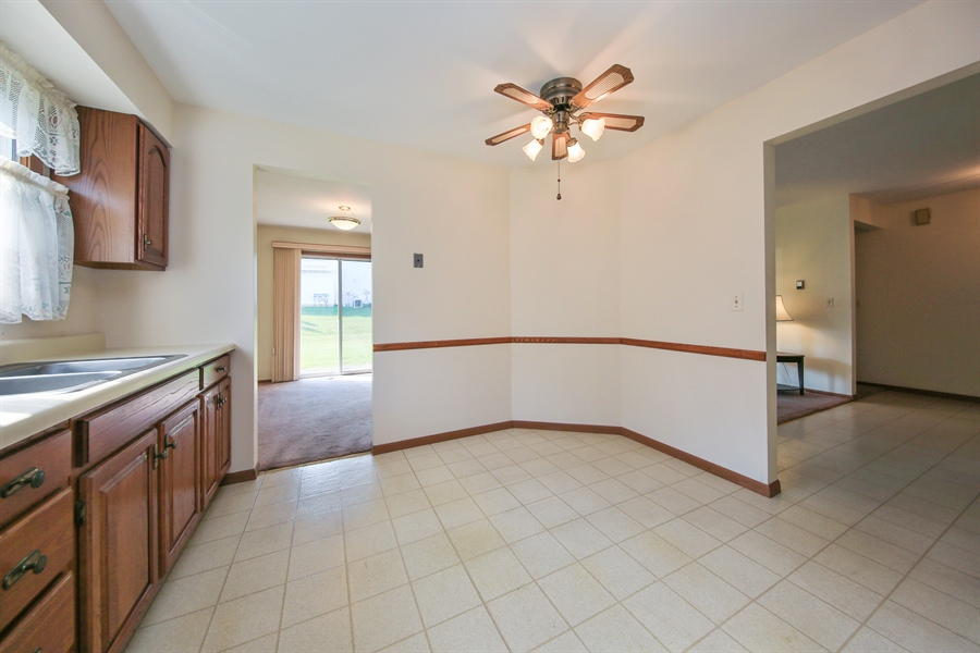 Real Estate Photography - 2489 Brunswick Circle, Unit 19B1, Woodridge, IL, 60517 - Breakfast Area