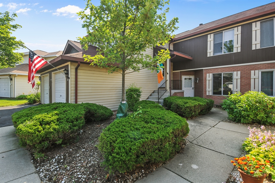 Real Estate Photography - 2489 Brunswick Circle, Unit 19B1, Woodridge, IL, 60517 - Front View