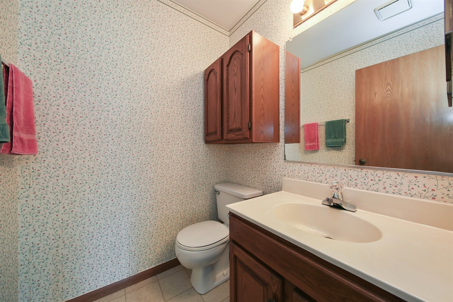 Real Estate Photography - 2489 Brunswick Circle, Unit 19B1, Woodridge, IL, 60517 - Bathroom