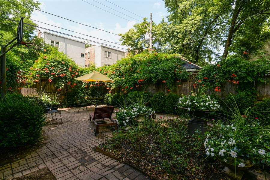 Real Estate Photography - 5344 N. Wayne Avenue, Chicago, IL, 60640 - Location 2