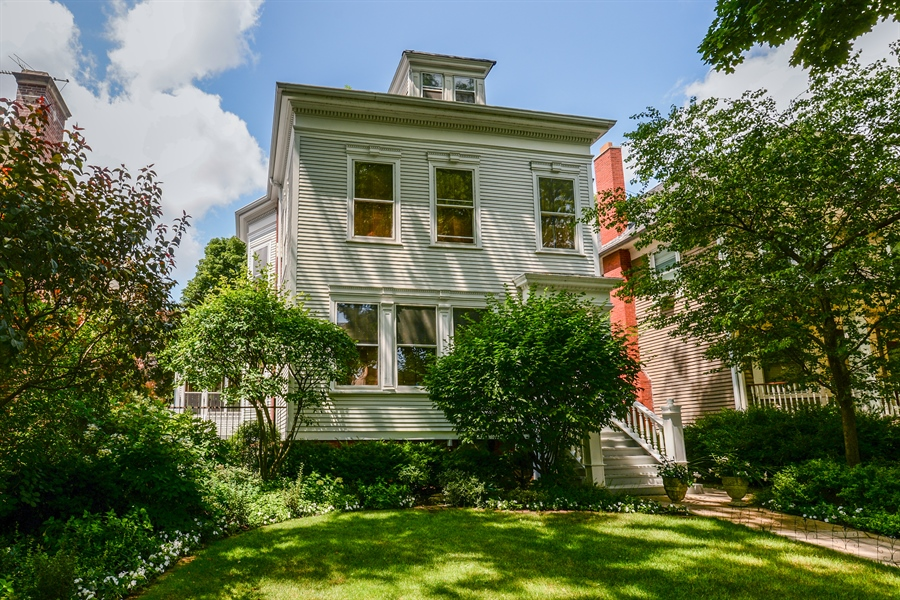 Real Estate Photography - 5344 N. Wayne Avenue, Chicago, IL, 60640 - Front View