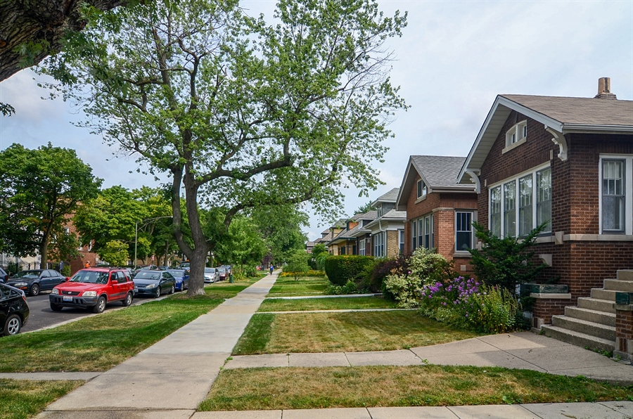 Real Estate Photography - 4443 N. Sacramento Avenue, Chicago, IL, 60625 - Neighborhood