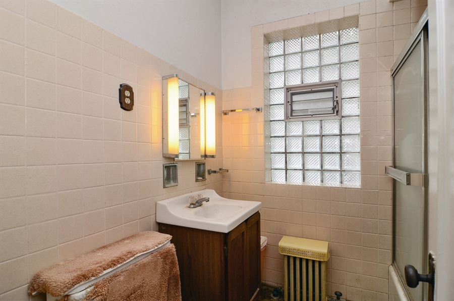 Real Estate Photography - 4443 N. Sacramento Avenue, Chicago, IL, 60625 - Bathroom
