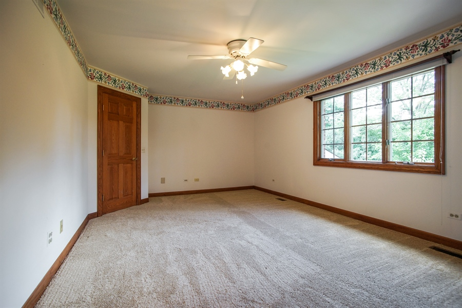 Real Estate Photography - 712 Milton Road, Inverness, IL, 60067 - En-Suite