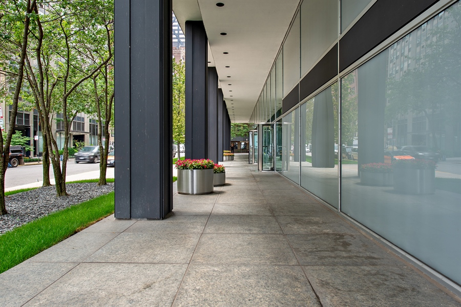 Real Estate Photography - 900 N. LAKE SHORE Drive, Unit 1510, Chicago, IL, 60611 - Entryway
