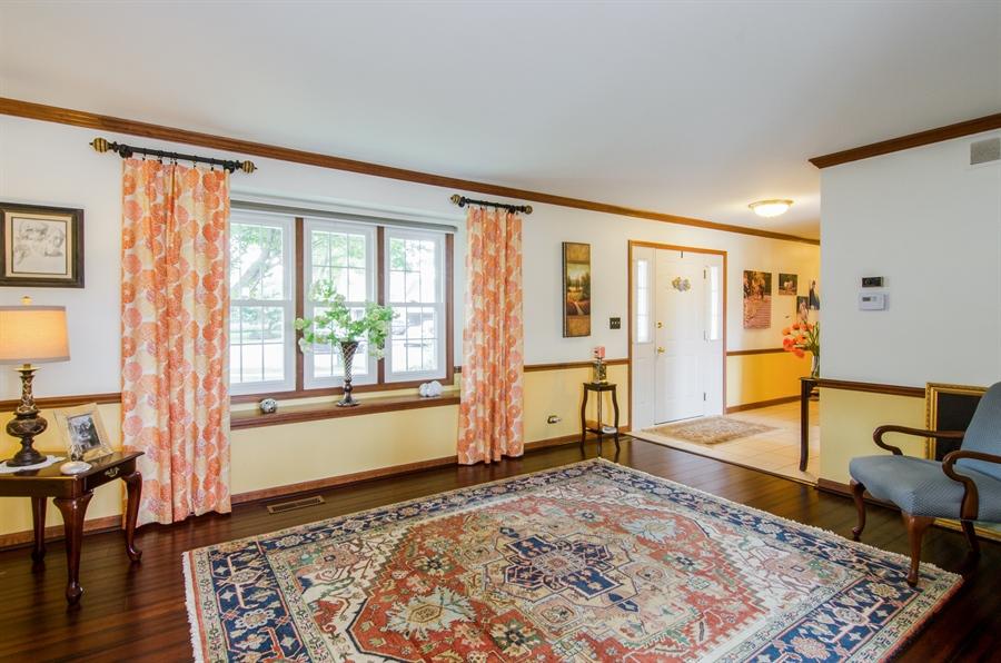Real Estate Photography - 6 White Oak Court, Algonquin, IL, 60102 - Living Room