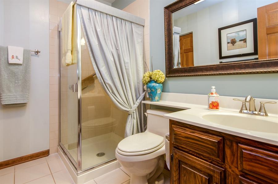 Real Estate Photography - 6 White Oak Court, Algonquin, IL, 60102 - 3rd Bathroom