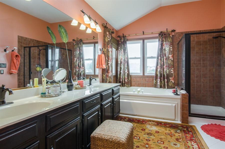Real Estate Photography - 6 White Oak Court, Algonquin, IL, 60102 - Master Bathroom