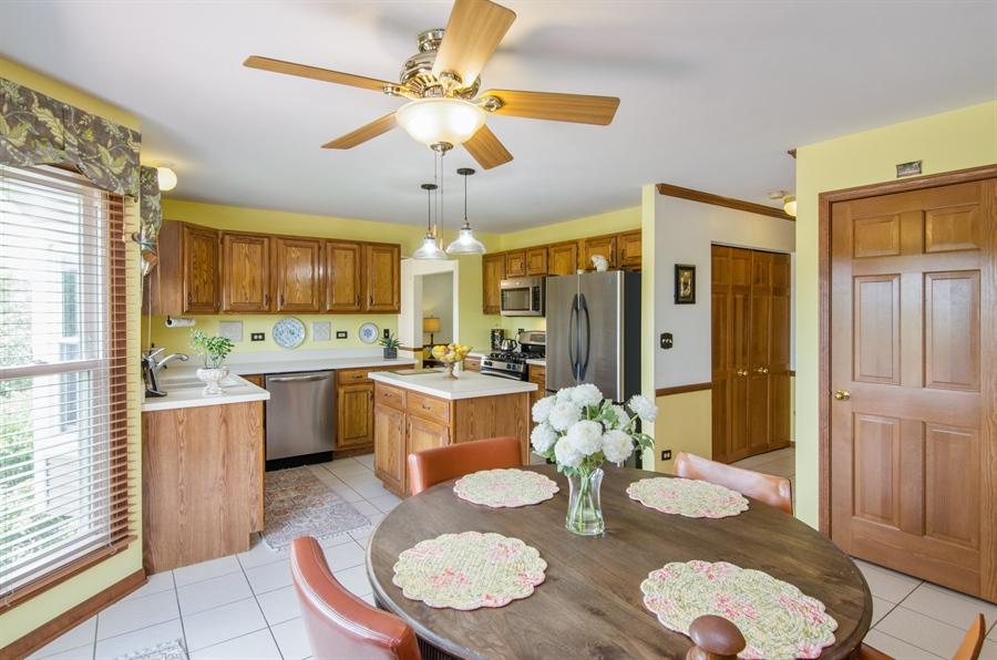Real Estate Photography - 6 White Oak Court, Algonquin, IL, 60102 - Kitchen / Breakfast Room