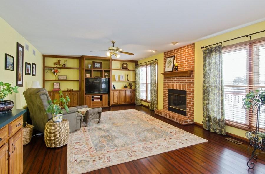 Real Estate Photography - 6 White Oak Court, Algonquin, IL, 60102 - Family Room