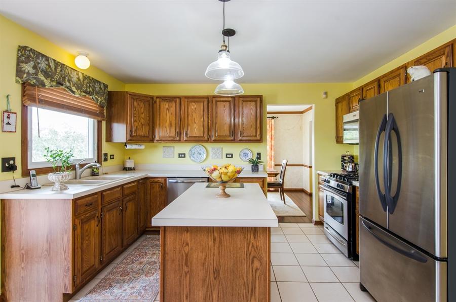 Real Estate Photography - 6 White Oak Court, Algonquin, IL, 60102 - Kitchen