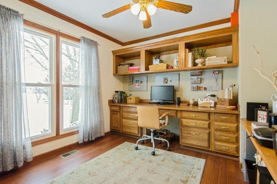 Real Estate Photography - 6 White Oak Court, Algonquin, IL, 60102 - Office