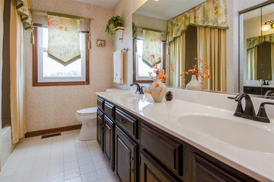 Real Estate Photography - 6 White Oak Court, Algonquin, IL, 60102 - 2nd Bathroom