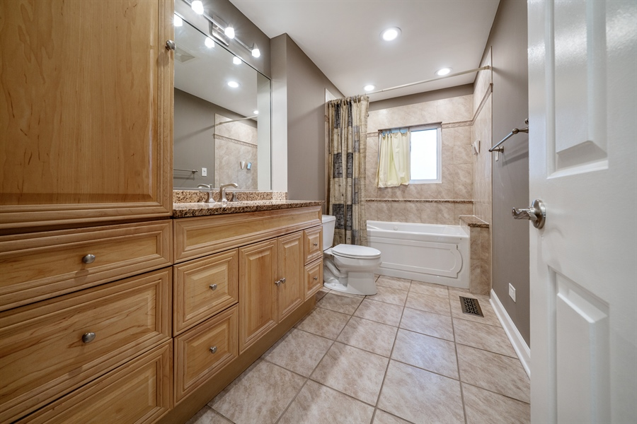 Real Estate Photography - 21W155 Everest Road, Lombard, IL, 60148 - Master Bathroom