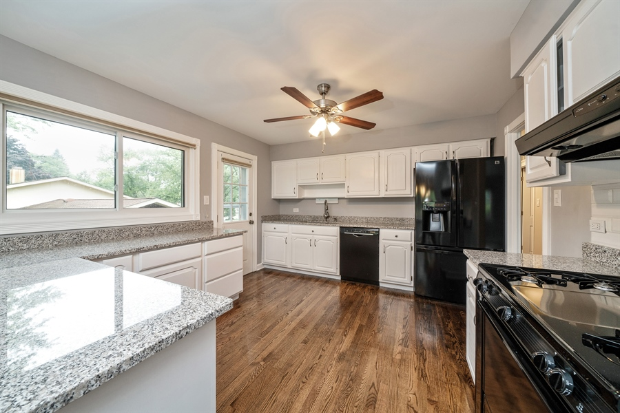 Real Estate Photography - 21W155 Everest Road, Lombard, IL, 60148 - Kitchen