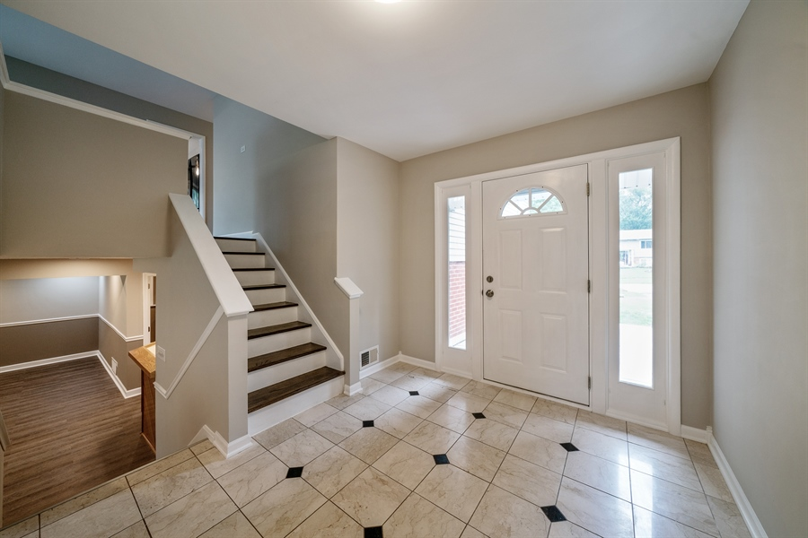 Real Estate Photography - 21W155 Everest Road, Lombard, IL, 60148 - Foyer