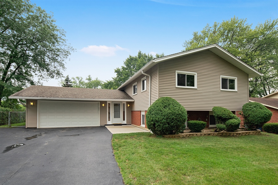 Real Estate Photography - 21W155 Everest Road, Lombard, IL, 60148 - Front View
