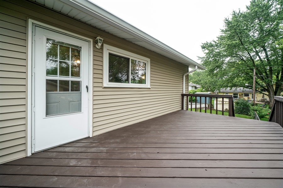 Real Estate Photography - 21W155 Everest Road, Lombard, IL, 60148 - Deck