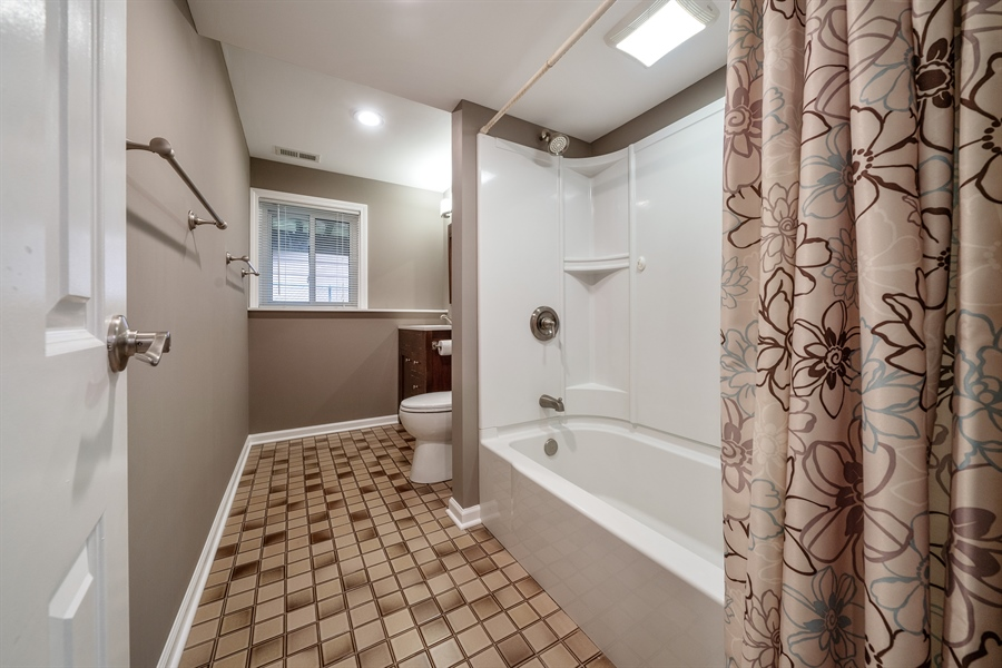 Real Estate Photography - 21W155 Everest Road, Lombard, IL, 60148 - 2nd Bathroom