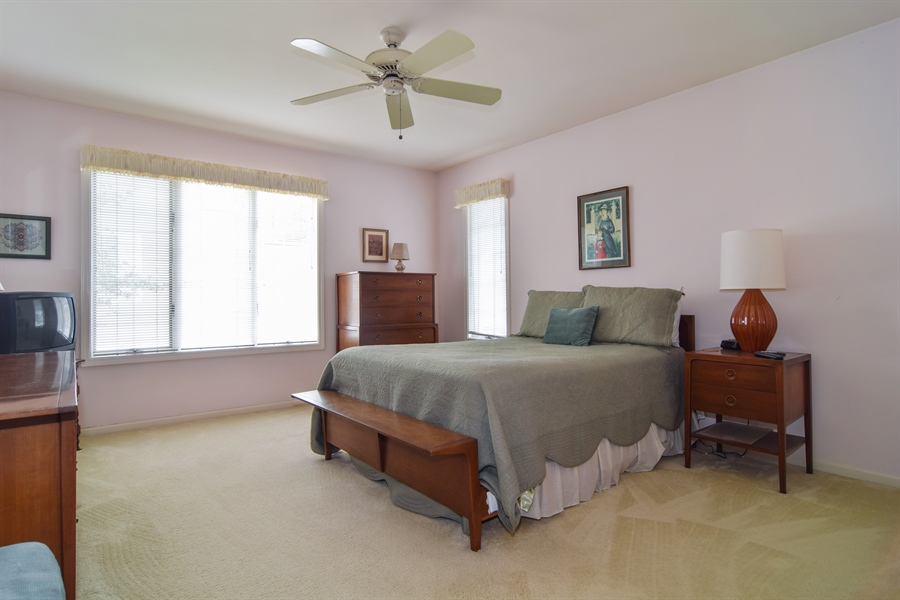 Real Estate Photography - 1449 Shire Circle, Unit 11, Inverness, IL, 60067 - Guest Bedroom