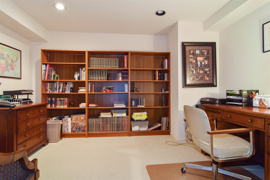 Real Estate Photography - 1449 Shire Circle, Unit 11, Inverness, IL, 60067 - Office
