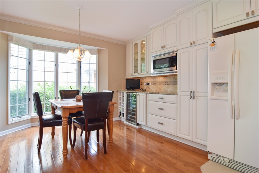 Real Estate Photography - 1449 Shire Circle, Unit 11, Inverness, IL, 60067 - Breakfast Nook